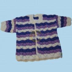 Bílofialový svetr